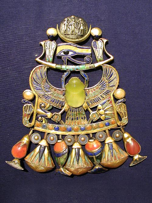 Tutankhamun_pendant_with_Wadjet